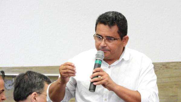 cc8ede293 Diego Orejuela Flávio Coutinho, dirigente do Sindicato dos Calçadistas de  Jaú, denunica trabalho precário em bancas